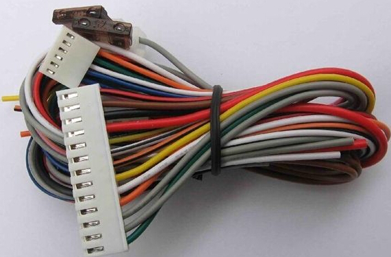 Electronic wiring harness different materials of different characteristics